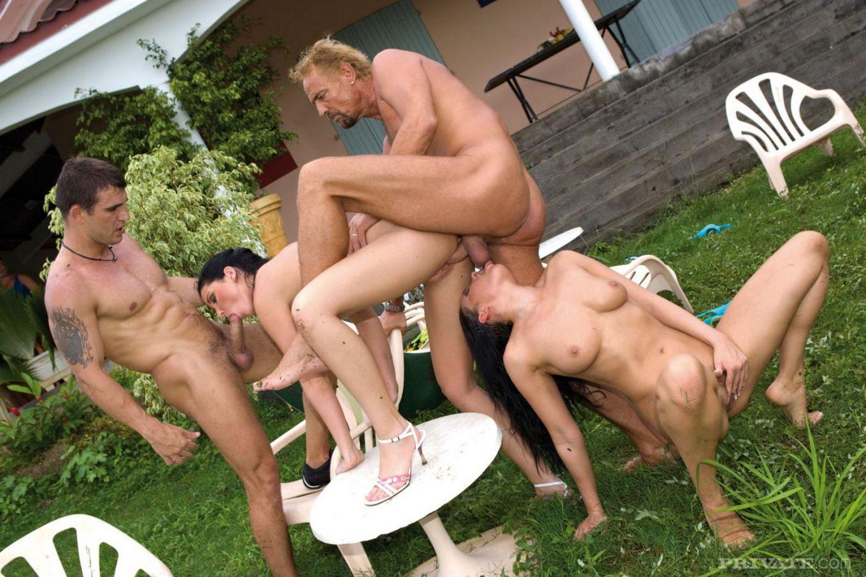 Компашка парней организовала анальные оргии на природе с лучшими дамами города